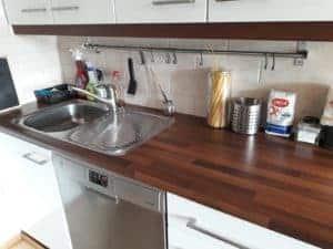 keittiöntaso puhdistuksen jälkeen